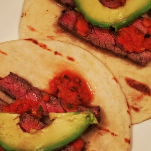 Skirt-steak-tacos-with-spicy-salsa